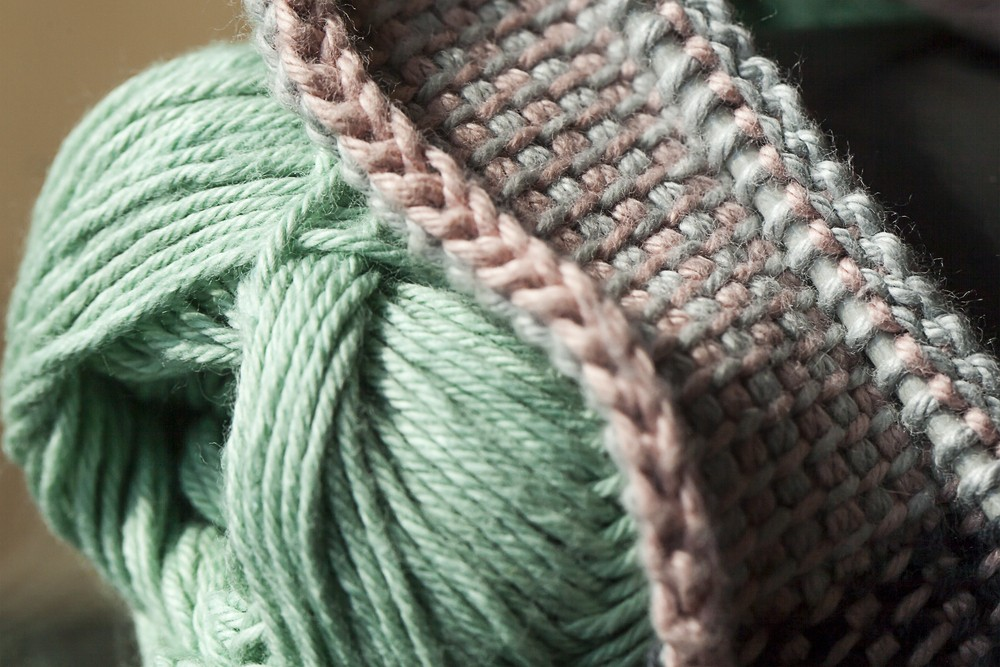apprendre facilement le crochet tunisien. Black Bedroom Furniture Sets. Home Design Ideas